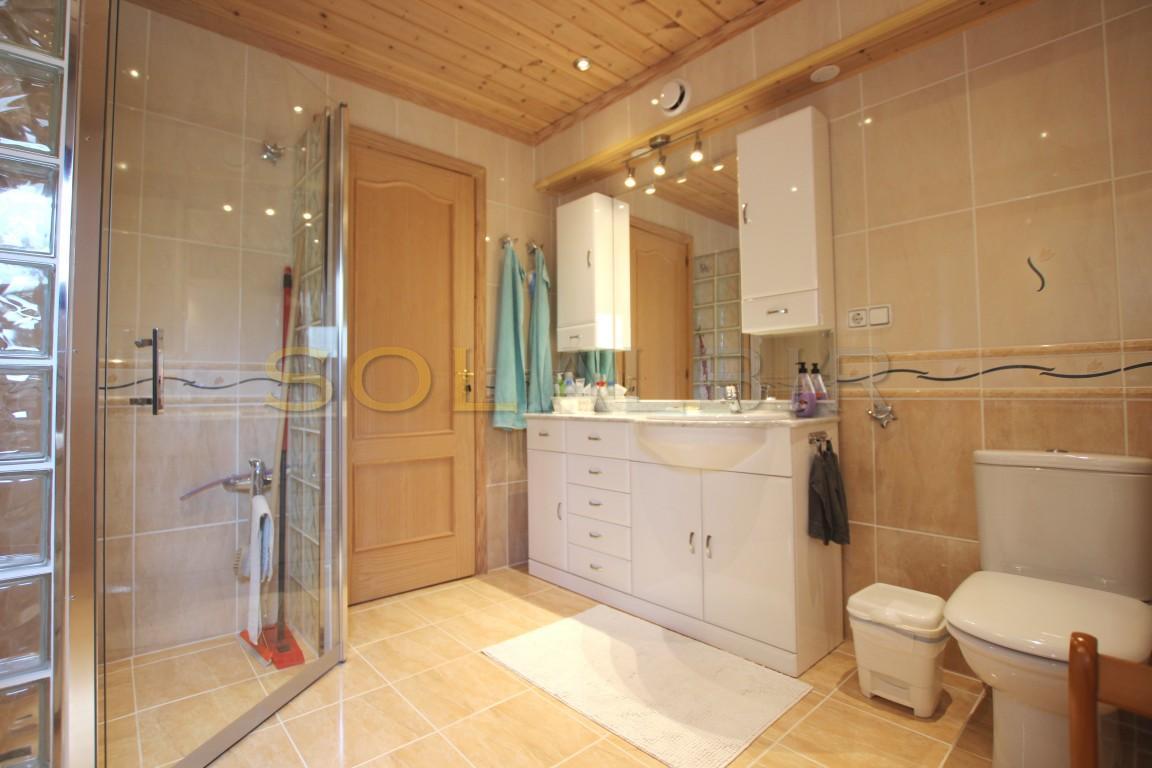 The main bath room en-suite