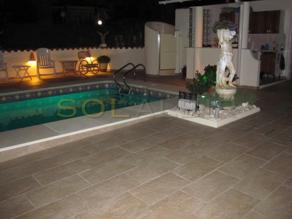 The lovely light in the swimming pool by night