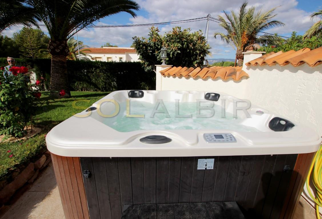 The big and gas heated Jacuzzi for 5 persons