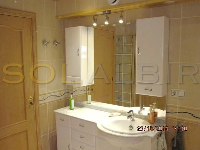 The main bathroom en suite