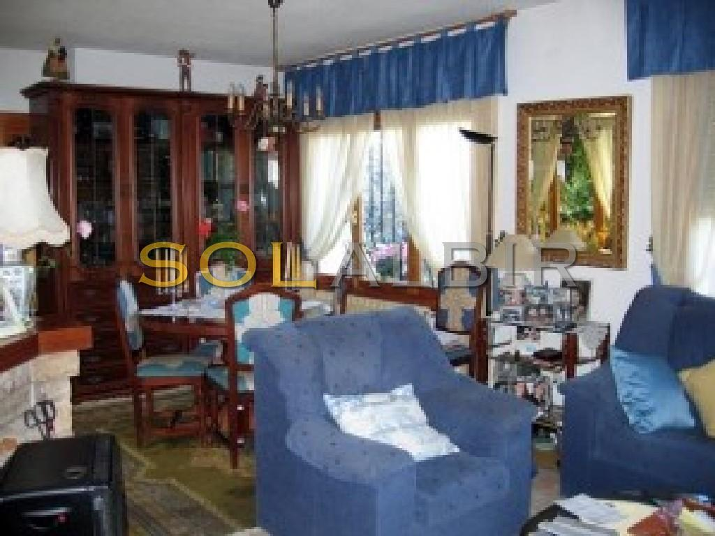Living room w. dining area