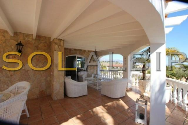 Lovely traditional terrace with direct entry form the leaving area