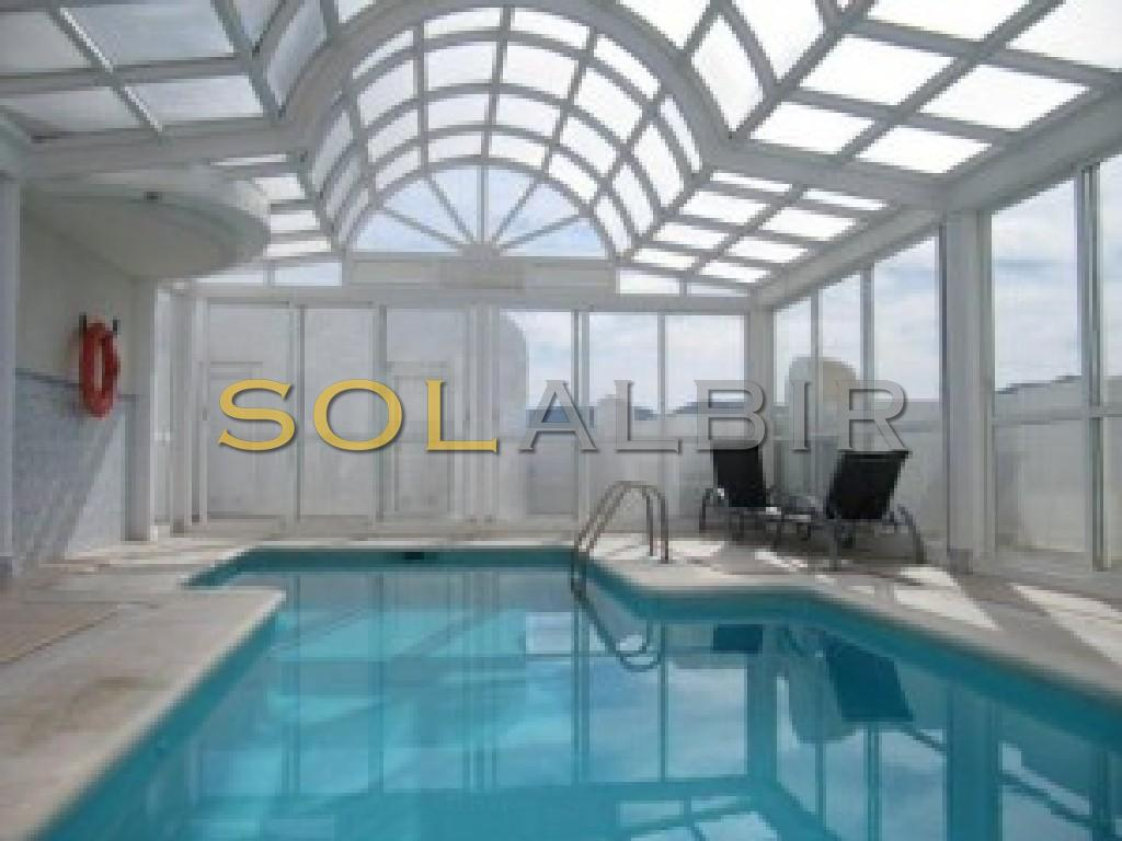 Penthouse indoor comunal pool