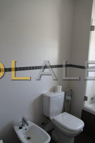 Another angle of the bathroom II