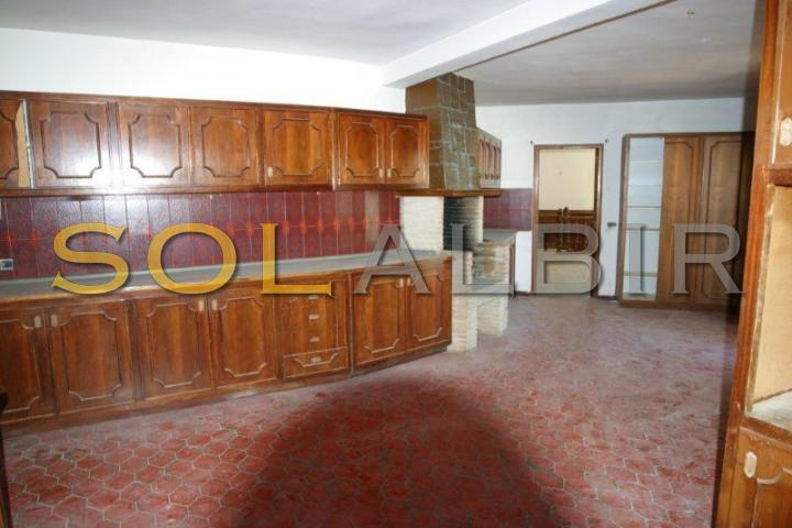 Ample kitchen with barbecue