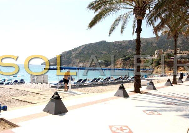 The beach and promenade in Albir