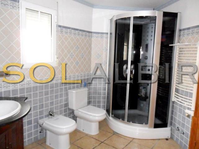 Bathroom with bath and hidromasage