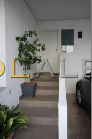 Separate entrance to the apartment