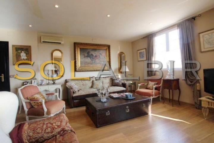 Living room (apartment)