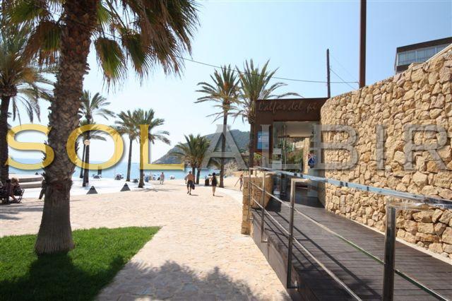 The access to the Albir beach
