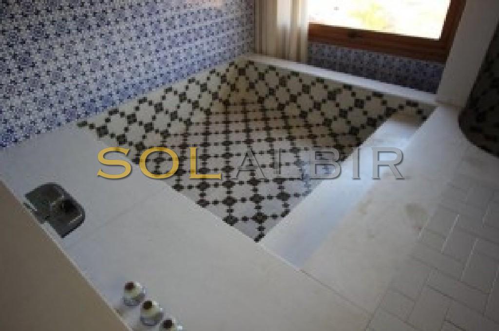 Nice tiled arabic style bath