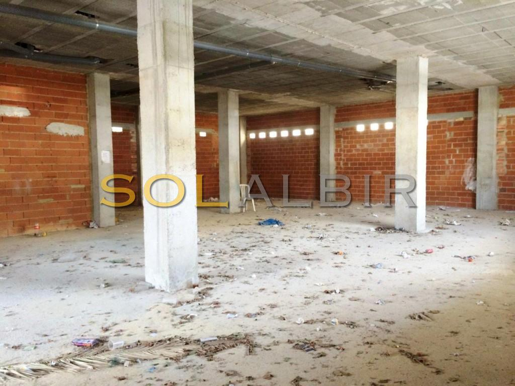 Large comercial