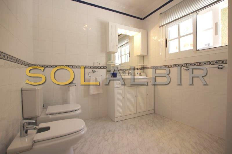 The spacious bath room...