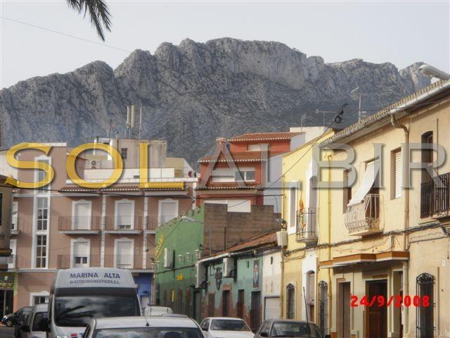 Part of the town, with the beutiful mountain