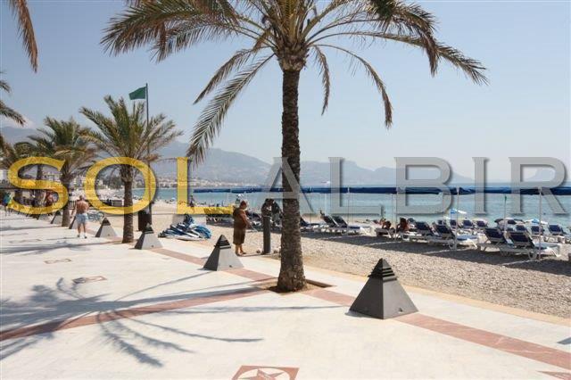 The famous beach walk in Albir