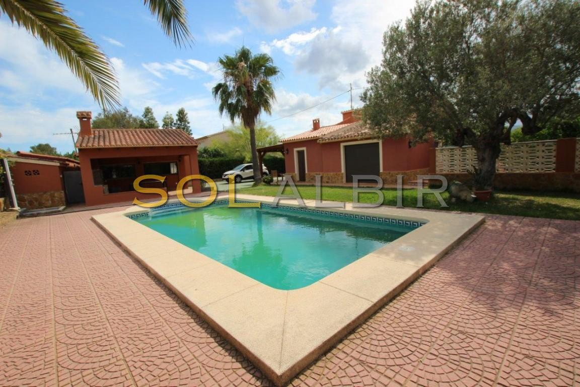Villa and guest house