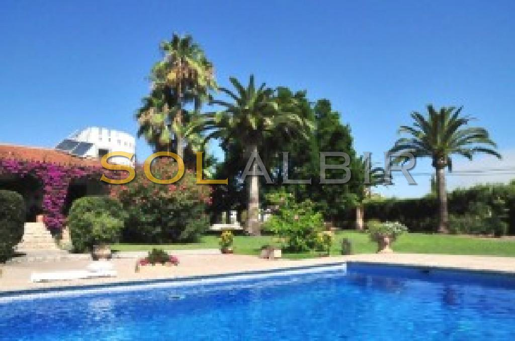 Nice garden with privat swimming-pool
