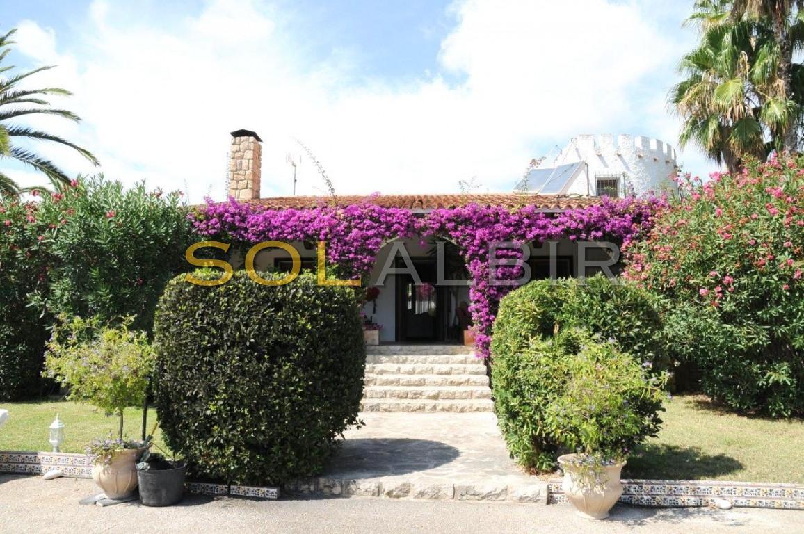 Fantastic Villa with nice planted plot