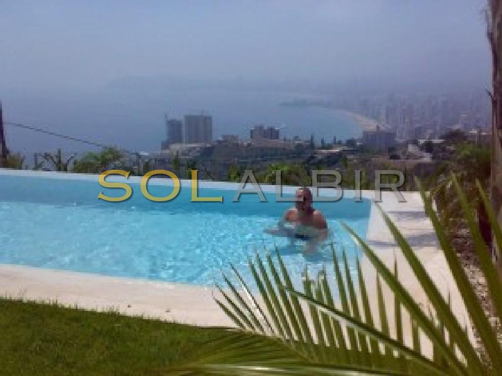 Swimming-pool with spectacular view of Benidorm