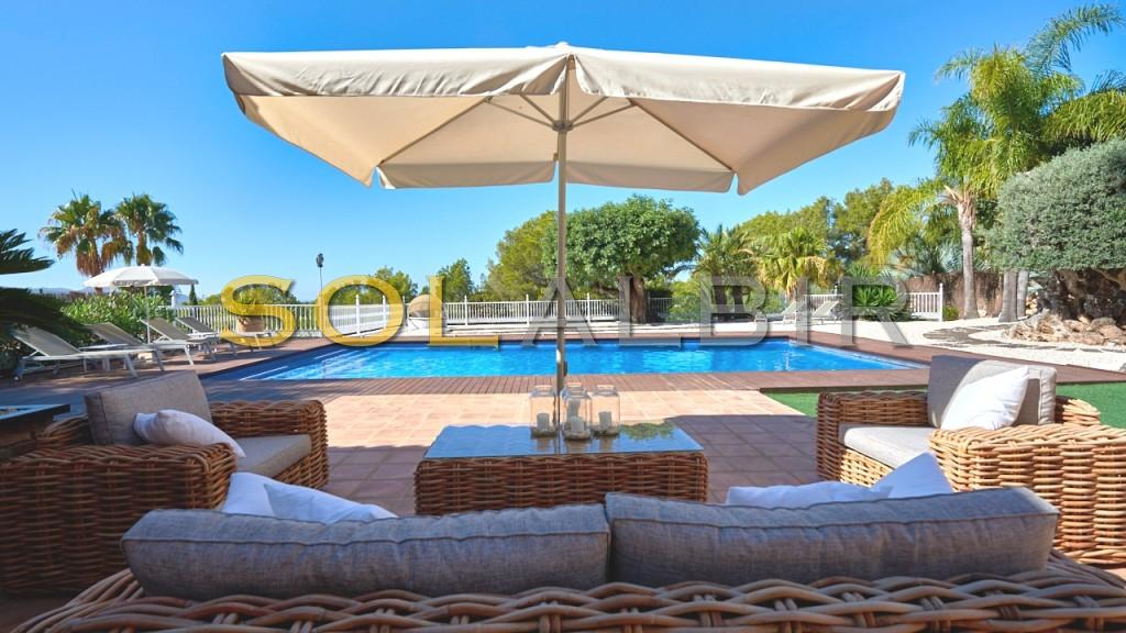 The fantastic and totally private relaxing area by the pool