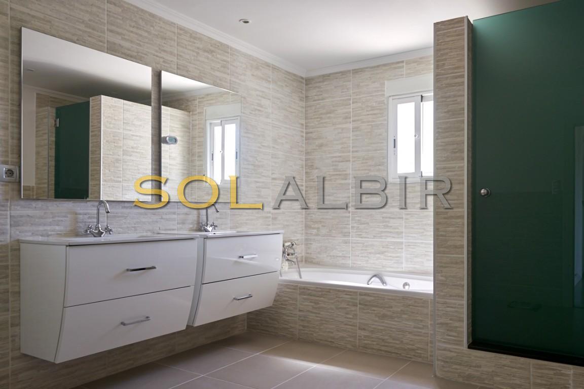 with bath room en-suite