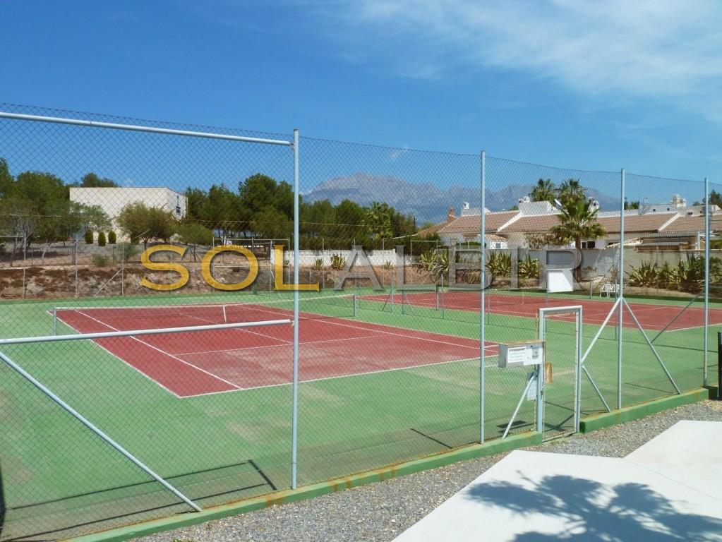 Public tenis courts