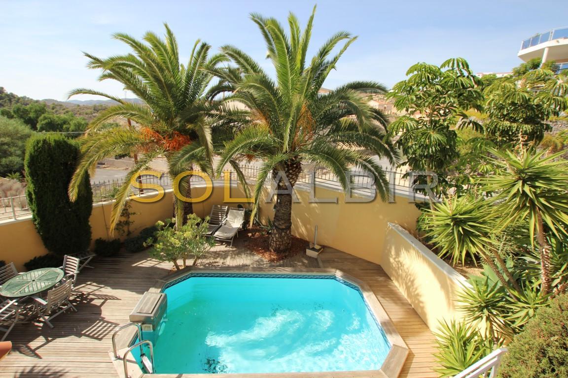Garden & pool 1