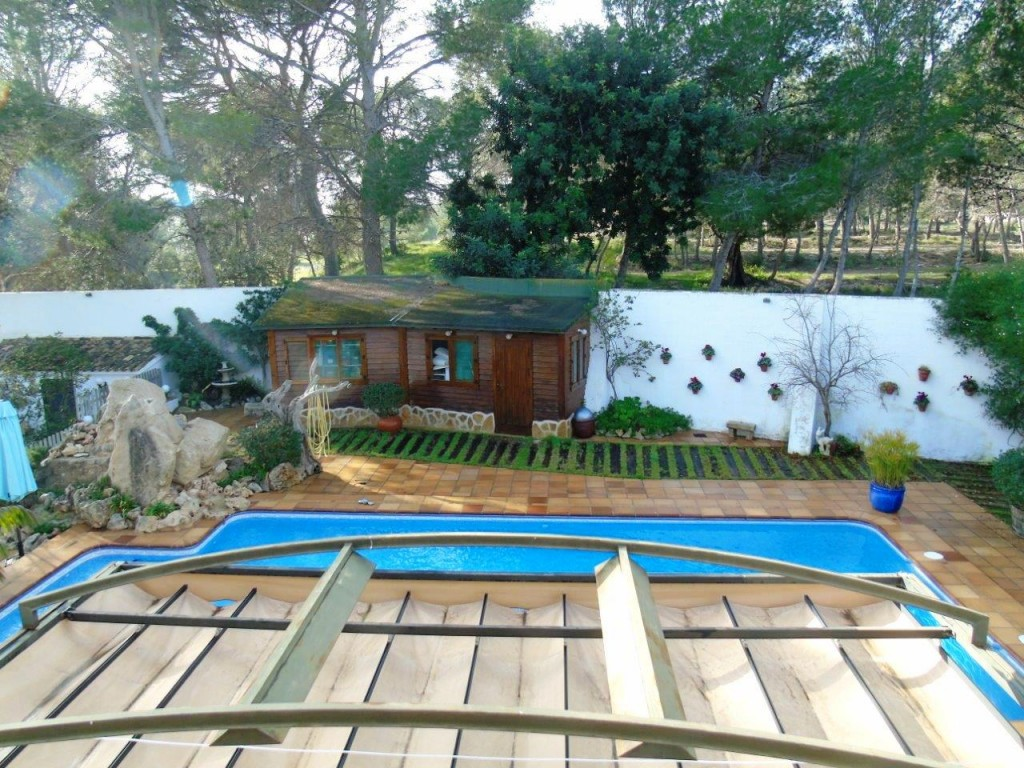 View of the other wooden cottage and swimming pool