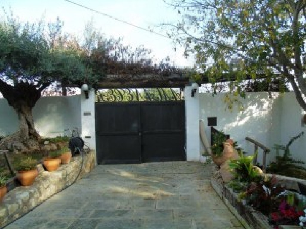 Gated driveway 1