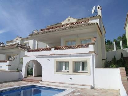 VILLA EL COTO. BRAND NEW!! Furnished. 4 Bed